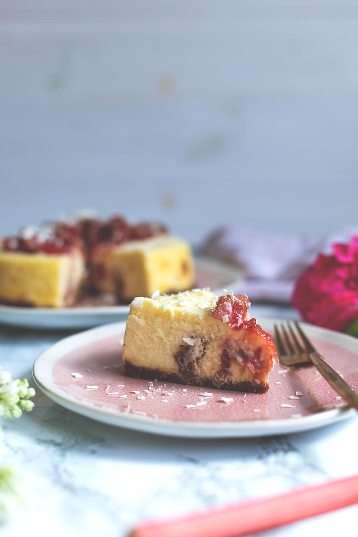 Rhabarber-Cheesecake aus dem Varoma | Rezept für den Thermomix | moeyskitchen.com