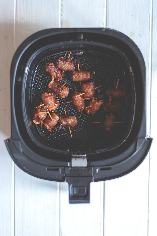 Datteln im Speckmantel aus dem Airfryer | Rezept für die Heißluftfritteuse | moeyskitchen.com