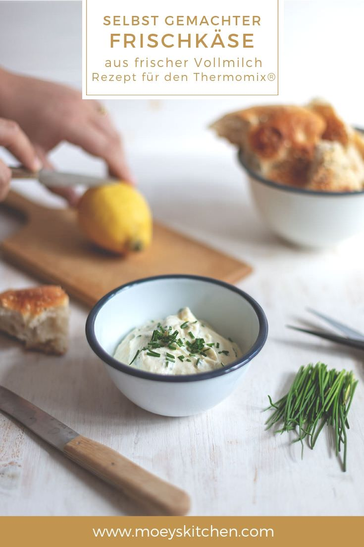Rezept für selbst gemachten Frischkäse aus frischer Vollmilch | Rezept für den Thermomix® | moeyskitchen.com #rezepte #foodblogger #frischkäse #homemade #selbstgemacht #thermomix #tm5 #tm6 #tm31 #milch