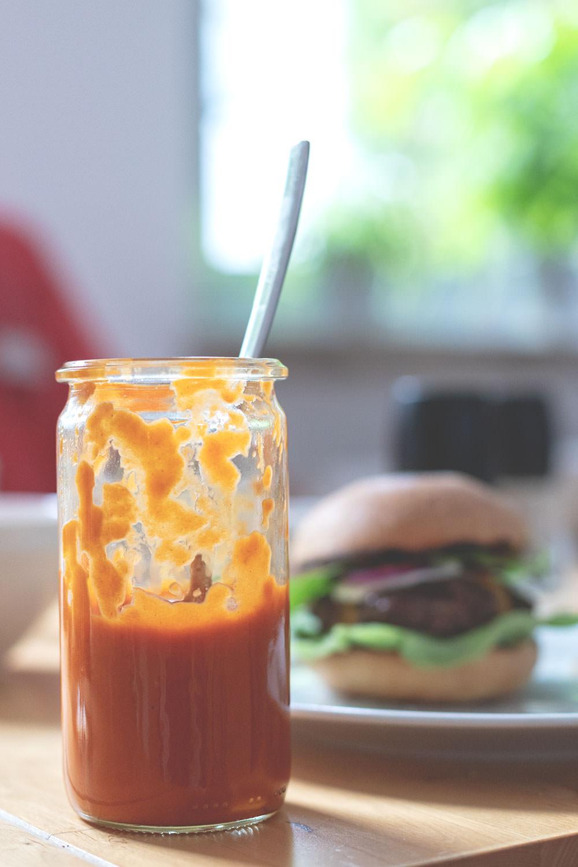 Rezept für rauchig-fruchtigen Pfirsich-Ketchup (Rezept mit und ohne Thermomix) | moeyskitchen.com #pfirsichketchup #ketchup #rezept #thermomix