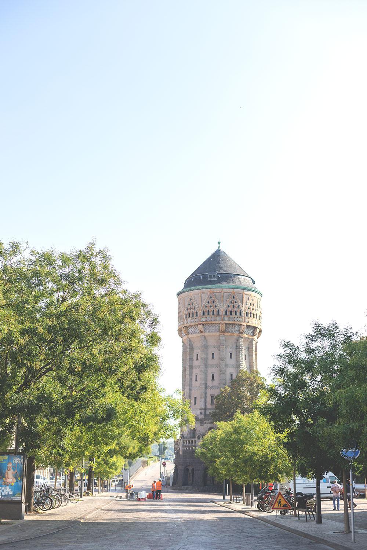 Tagesausflug nach Metz und Rezept für Quiche Lorraine (Lothringer Speckkuchen) | Wasserturm von Metz - Château D'Eau | moeyskitchen.com