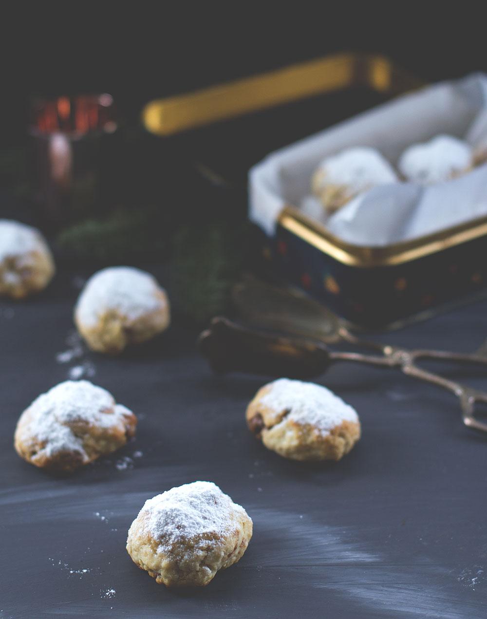 Rezept für Nougat-Stollenkonfekt mit Mandeln | moeyskitchen.com #stollenkonfekt #nougatstollen #weihnachtsplätzchen #weihnachtskekse #weihnachtsbäckerei #rezepte #foodblogger