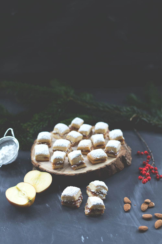 Rezept für saftiges Bratapfel-Stollen-Konfekt aus dem Thermomix | moeyskitchen.com #bratapfel #stollenkonfekt #weihnachtsbäckerei #weihnachtsplätzchen #foodblogger #rezepte