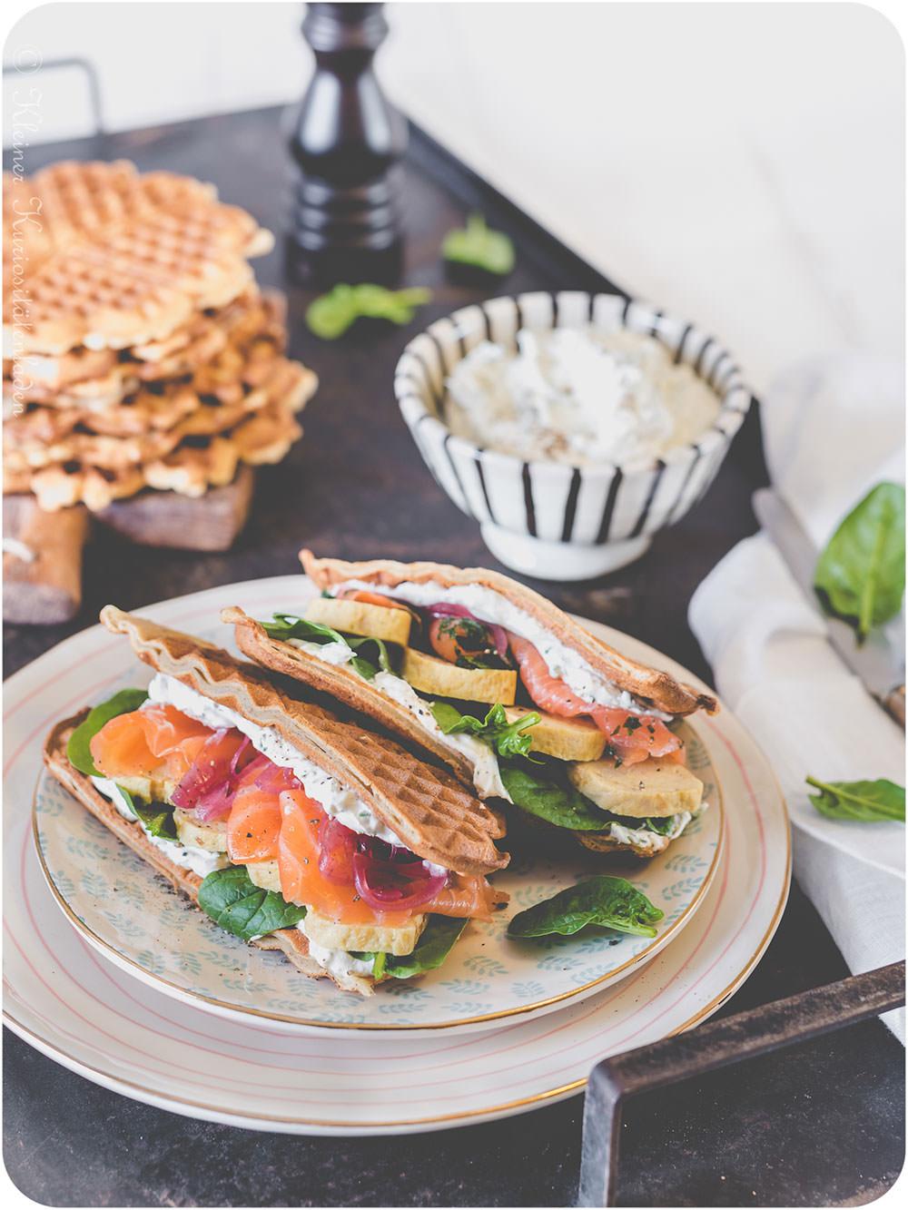Roggenwaffel-Sandwich mit Tamagoyaki und Kresse-Frischkäsecreme von Kleiner Kuriositätenladen | The Sunday Breakfast Club