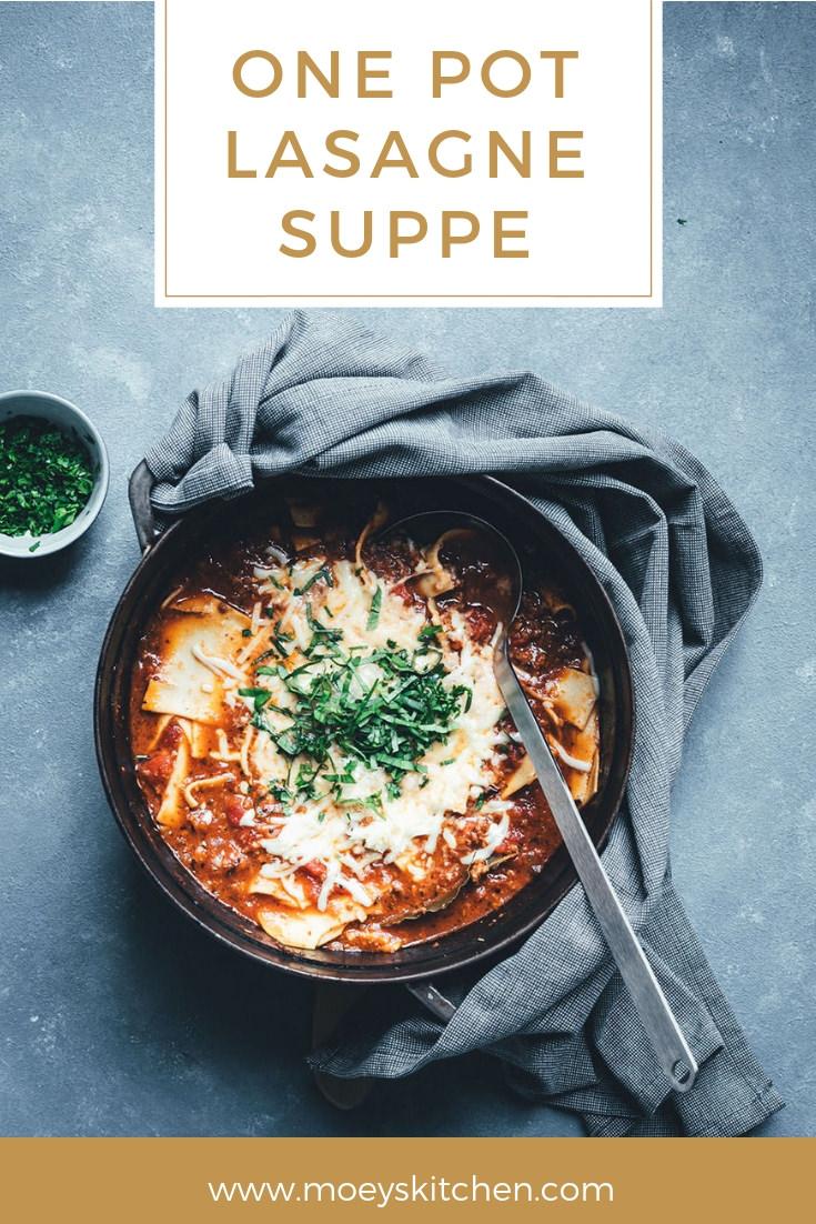Rezept für herzhafte One Pot Lasagne-Suppe | moeyskitchen.com #onepot #suppe #lasagnesuppe #lasagne #rezepte #foodblogger #foodblog #kochen