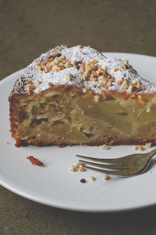 Rezept für französischen Apfelkuchen mit Crème fraîche und Mandeln | der perfekte Apfelkuchen für den Herbst und Winter | moeyskitchen.com  #apfelkuchen #äpfel #kuchen #backen #rezepte #foodblogger