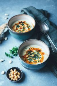 Kichererbsen-Suppe mit Mandeln und Paprika-Öl
