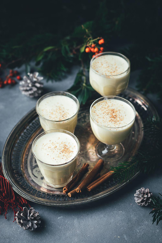 Rezept für warmen Eggnog | amerikanischer Eierpunsch, der hervorragend zu Weihnachten passt | mit oder ohne Alkohol möglich | zur Zubereitung im Topf oder Thermomix | moeyskitchen.com #rezepte #eggnog #eierpunsch #drink #heißgetränke #weihnachten #weihnachtszeit #foodbloger #foodbloggeradventskalender