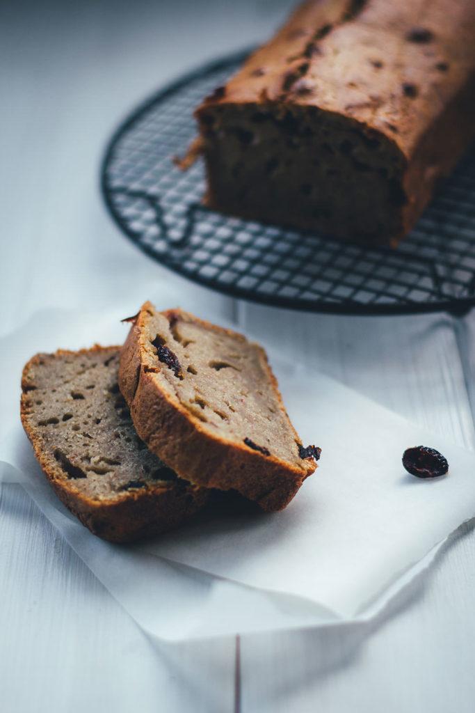 Rezept für saftiges Bananenbrot mit Cranberries und Walnüssen | moeyskitchen.com #bananenbrot #bananabread #brot #brotbacken #backen #rezepte #foodblogger