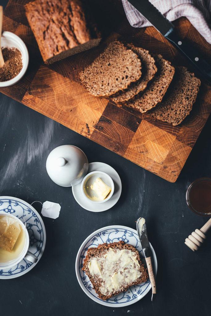 Rezept für leckeren Honigkuchen | einfaches Teebrot | moeyskitchen.com #honigkuchen #brot #teebrot #brotbacken #rezepte #backen #foodblogger