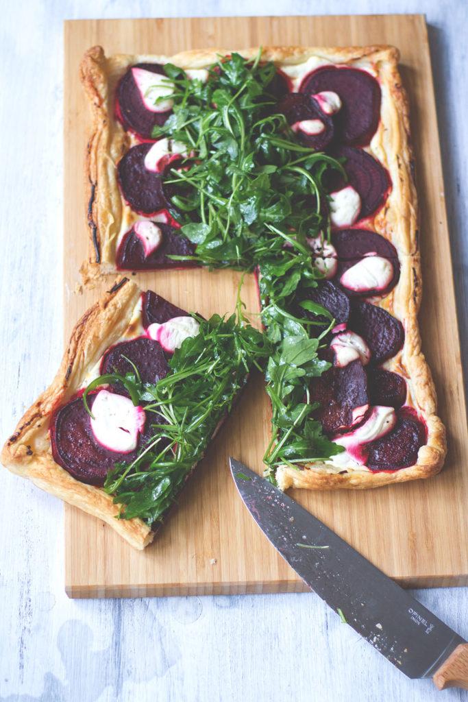 Rezept für schnelle Rote Bete Tarte mit Blätterteig | moeyskitchen.com #tarte #rotebete #hauptgericht #feierabendküche #schnellerezepte #rezepte #foodblogger