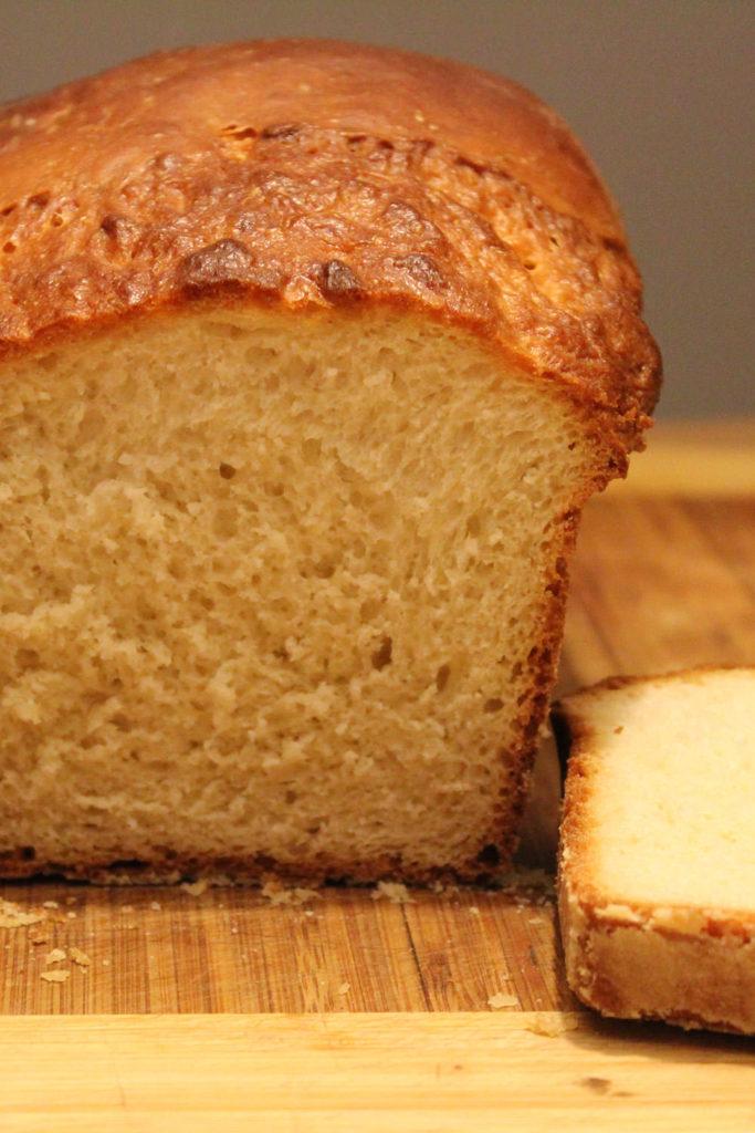 Rezept für amerikanisches Weißbrot | einfaches Toastbrot | moeyskitchen.com #brot #weissbrot #toastbrot #backen #brotbacken #toast #rezepte #foodblogger
