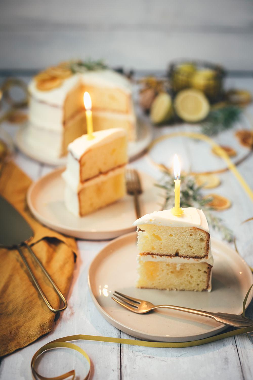 Rezept für Gin Tonic Torte | leckerer Kuchen mit Gin und Tonic | kleines Törtchen als Naked Cake zum Geburtstag | moeyskitchen.com #kuchen #torte #törtchen #gintonic #backen #rezept #foodblog #foodblogger #geburtstagskuchen #geburtstagstorte