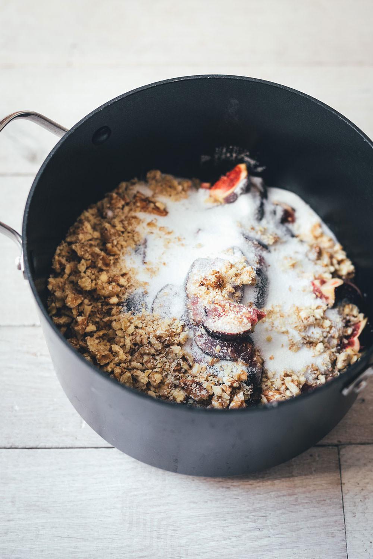 Rezept für einfache Feigen-Walnuss-Konfitüre | Brotaufstrich mit nur 3 Zutaten | moeyskitchen.com #aufstrich #marmelade #konfitüre #feigen #walnüsse #herbstrezept #selbermachen #foodblog #rezept