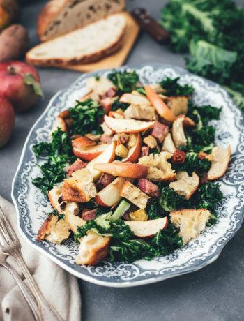 Rezept für Herbst Panzanella – Brotsalat mit regionalem Kohl, bunter Bete, roten Kartoffeln und Apfel | mit Vorstellung einer Schwärmerei von Marktschwärmer – dem regionalen Feierabend-Bauernmarkt, über 90 Mal in Deutschland | moeyskitchen.com #panzanella #herbst #salat #herbstsalat #brotsalat #regional #saisonal #nachhaltig #nachhaltigkeit #rezept #foodblog #marktschwärmer #schwärmerei #einkaufen #lebensmittel #bauernmarkt