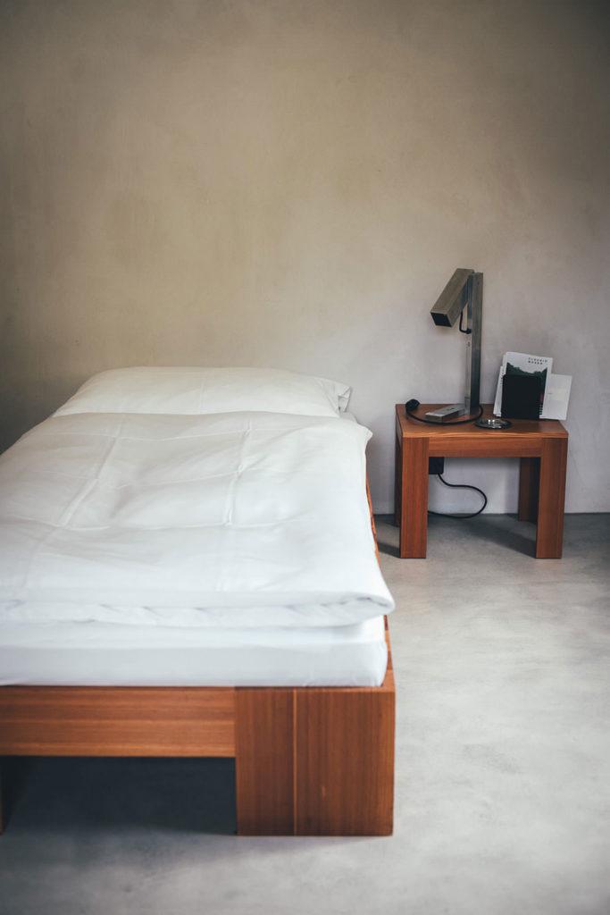 Zimmer in der Unterkunft der Villa Garbald in Castasegna (Graubünden in der Schweiz) | moeyskitchen.com #villagarbald #castasegna #graubünden #schweiz #reise #reisebericht #blog