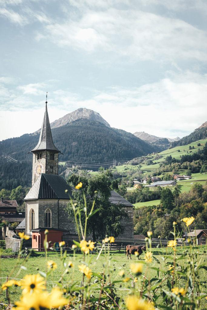 Die Kirche von Zillis im Schweizer Kanton Graubünden | moeyskitchen.com #schweiz #graubünden #reisebericht #zillis