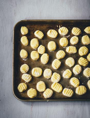 Grundrezept für Gnocchi | einfache Kartoffel-Gnocchi aus Italien | moeyskitchen.com #gnocchi #italienischeküche #italienischkochen #kartoffelklöße #rezept #foodblog #foodblogger #grundrezept #selbstgemacht