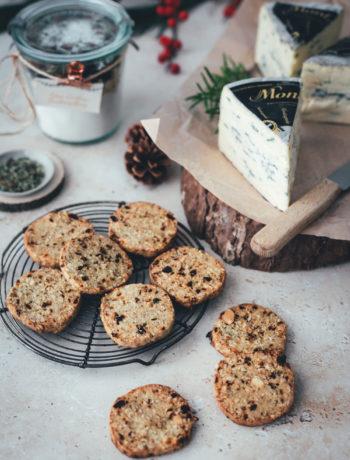 Käse-Cookies als Backmischung oder Kekse zum Verschenken | herzhaftes Shortbread mit Cranberries, Salzmandeln und Montagnolo | Weihnachtsgeschenke aus der Küche - kulinarische Geschenkidee als Alternative zu Weihnachtsplätzchen | moeyskitchen.com