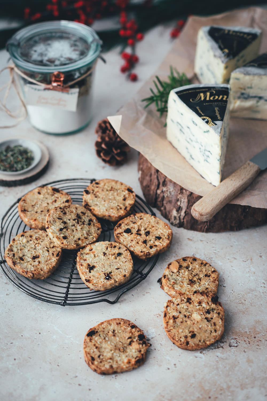 Käse-Cookies mit Cranberries, Salzmandeln und Montagnolo – als Backmischung und kulinarisches Geschenk