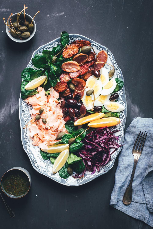 Leckerer Nizza-Salat mit Lachs | winterliche Variante vom Salade nicoise | perfekt als weihnachtliche Vorspeise | moeyskitchen.com