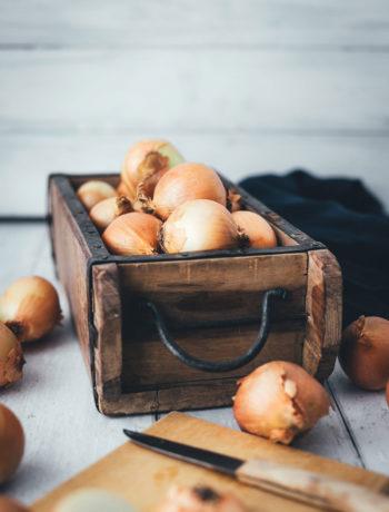 Rezept für Zwiebelrostbraten mit Bratkartoffeln und für Zwiebeltarte mit Honig und Thymian | moeyskitchen.com #zwiebel #zwiebeln #zwiebelrostbraten #rostbraten #tarte #zwiebeltarte #blogger #foodblog #rezepte