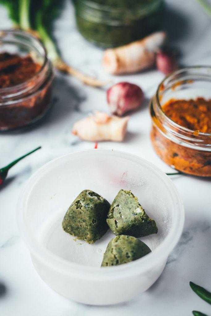 Rote, grüne und gelbe Currypaste für Thai-Curry. Grundrezepte für den Thermomix. | moeyskitchen.com