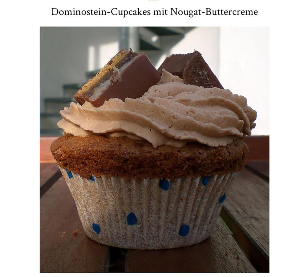 Eines meiner ersten Rezepte im Blog: Dominostein-Cupcakes – aus einer Serie von weihnachtlichen Cupcakes, die ich im Dezember 2010 gebacken habe | moeyskitchen.com
