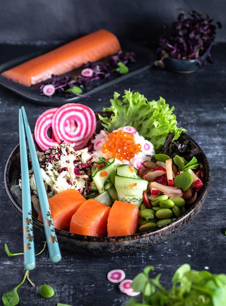Bei meiner lieben Freundin Simone vom Blog S-Küche findet ihr heute eine weitere österliche Rezeptidee mit Fisch! Sie hat das wunderbare FRIEDRICHS Meisterstück Lachsfilet in eine unglaubliche Sushi Bowl verwandelt: Sushi Bowl – mit japanischen Salaten und Lachs.