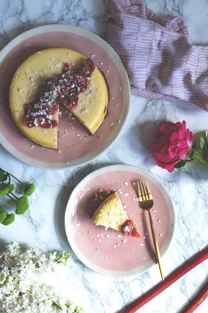 Rhabarber-Cheesecake aus dem Varoma - einfaches Rezept für gedämpften Cheesecake aus dem Thermomix | moeyskitchen.com