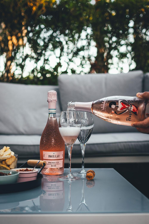 Prosecco DOC Rosé - prickelnder Schaumwein aus Nordostitalien | perfekt zum Aperitif an einem lauen Sommerabend | moeyskitchen.com