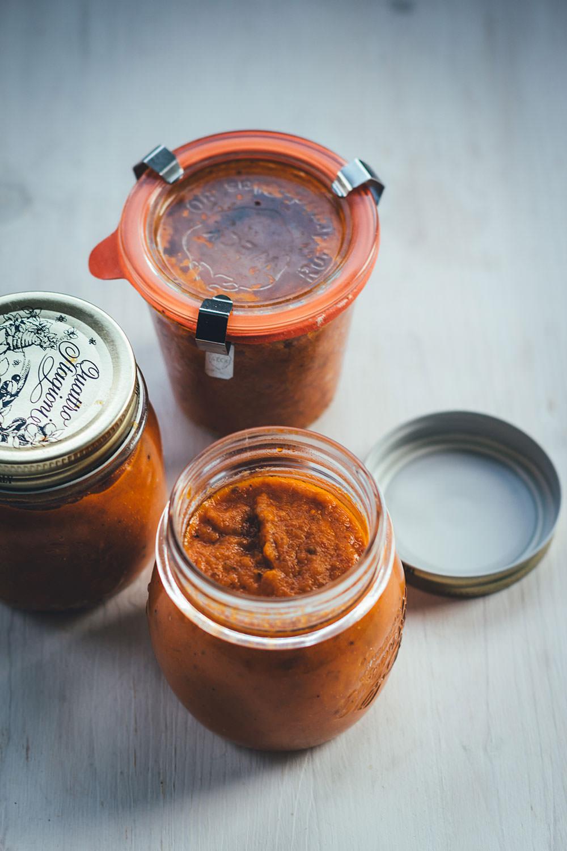 Rezept für cremige Rösttomatensauce aus dem Ofen | leckere Tomaten-Sauce - mit Tipp zum Einmachen | moeyskitchen.com