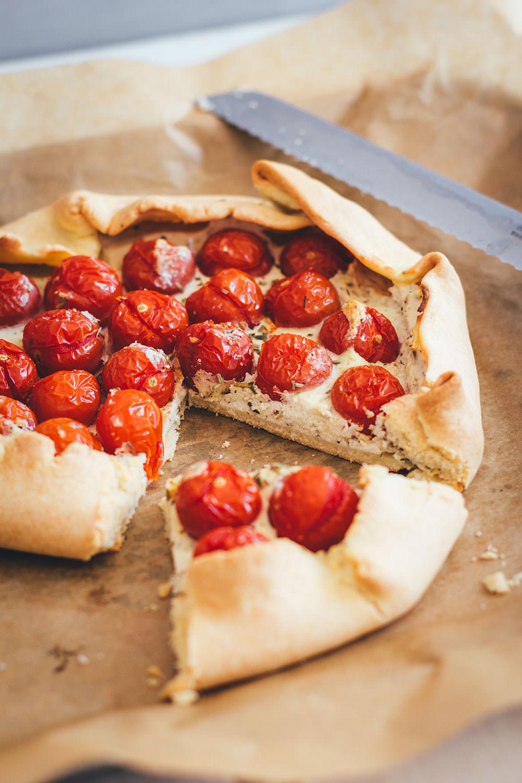 Rezept für rustikale Tomaten-Galette mit Ricotta | schnelle Feierabendküche für laue Sommerabende | moeyskitchen.com