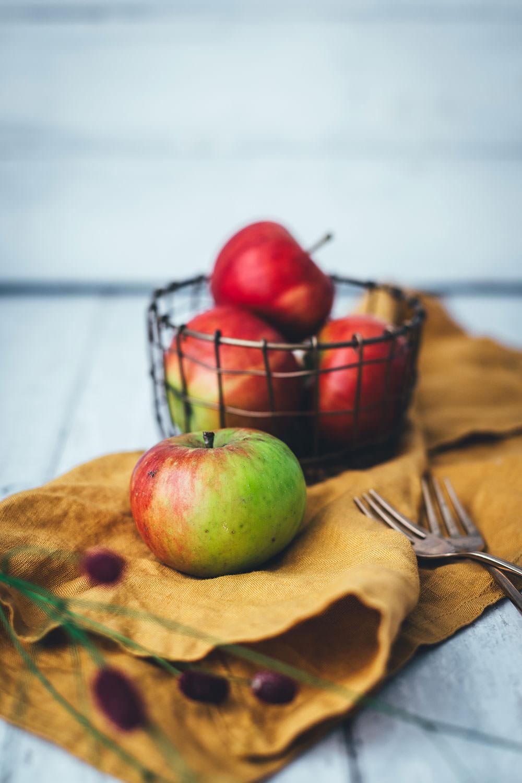 Italienischer Apfelkuchen – Rezept für einen besonders saftigen Kuchen mit säuerlichen Äpfeln, Olivenöl, Ricotta und Zitrone. Ganz einfach umzusetzen und ein super leckeres Apfel-Rezept! | moeyskitchen.com