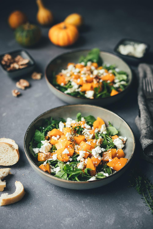 Rezept für lauwarmen Kürbis-Salat mit Rucola, Feta und Walnüssen   vegetarische Herbstküche   moeyskitchen.com