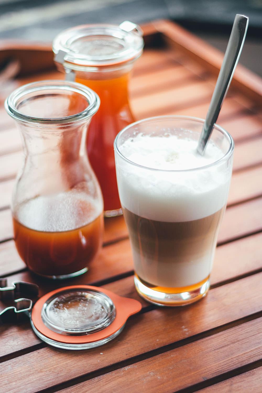 Rezept für Pumpkin Spice Syrup (oder auch: Pumpkin Spice Sirup) als Grundlage für Pumpkin Spice Latte   Das Trend-Getränk im Herbst   moeyskitchen.com